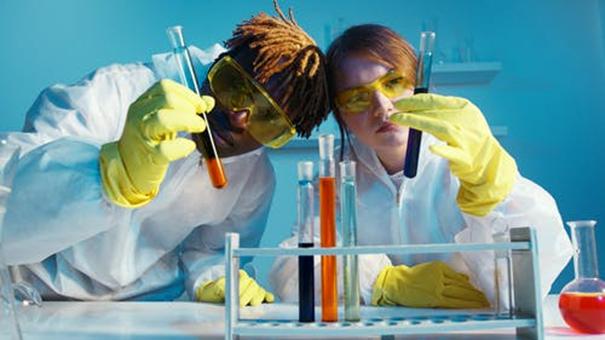 Découvrir les précautions essentielles sur l'utilisation de l'acide formique