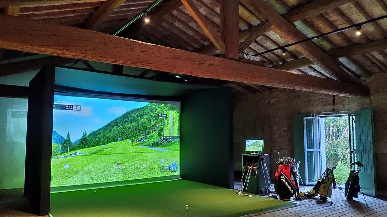 Jouer au golf sans restriction grâce au simulateur