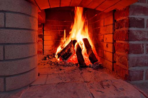 Les bûches de nettoyage de cheminée sont-elles efficaces ?
