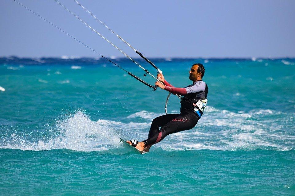 Bien choisir son école pour progresser rapidement au kitesurf